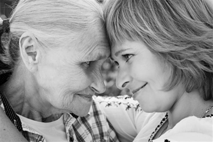 טיפול בקשישים | חברות טיפול בקשישים | חברות סיעוד| מטפלת לקשישים